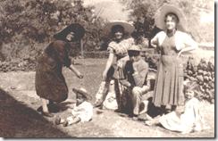 28.- Rec. almendras. CMP, Avelina, M Celia, Luisita, niños