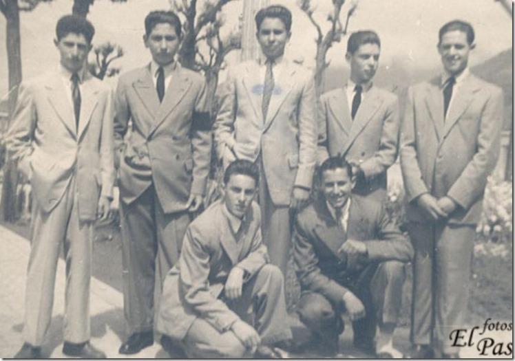 1951-52. Siete amigos en Plaza Nueva