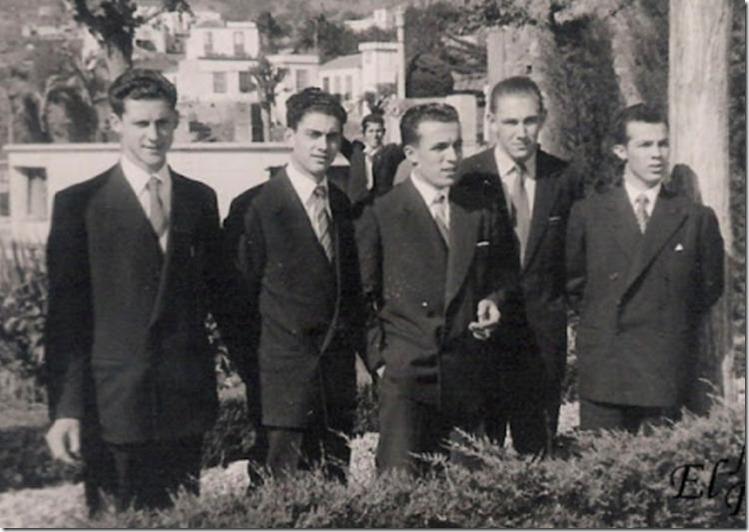 Cinco amigos en la Plaza Nueva
